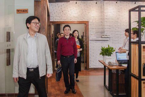 柳州市安卫副市长及科技局等部门领导一行9人莅临我公司调研